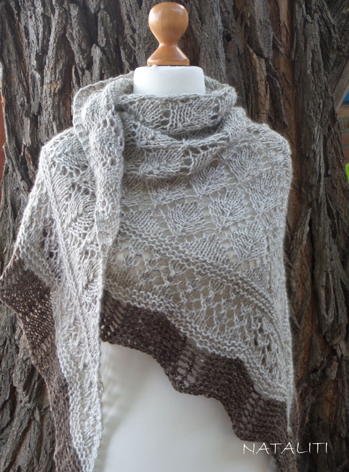 Shawl with brown lace - 2348