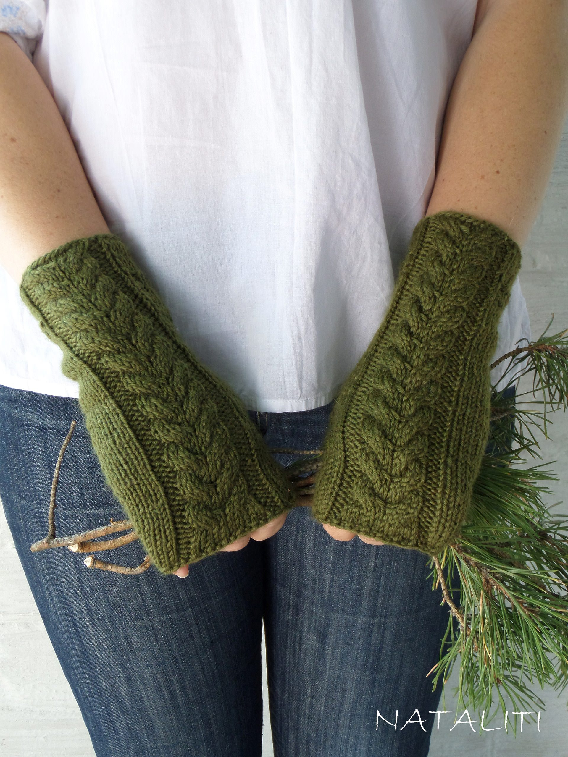Mittens Green-olive - 670