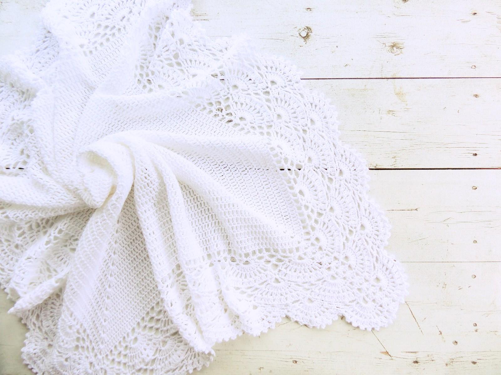 Knitted baby blanket white - PLED 313