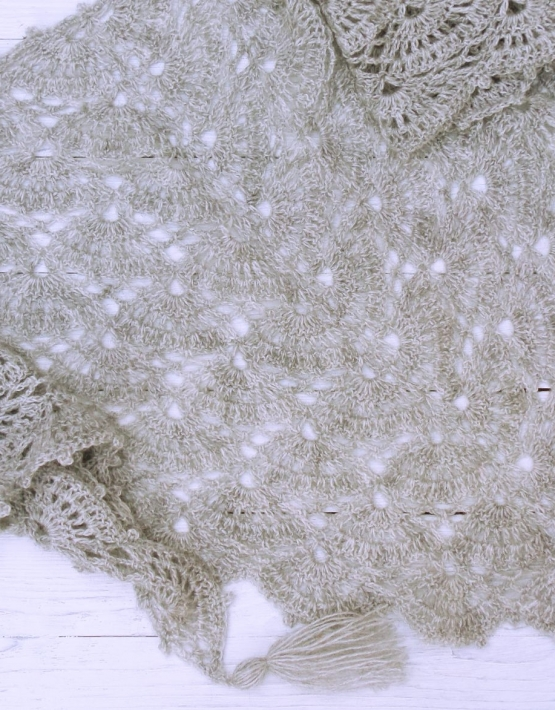 Shawl with gray lace - ajoure 21 555x710