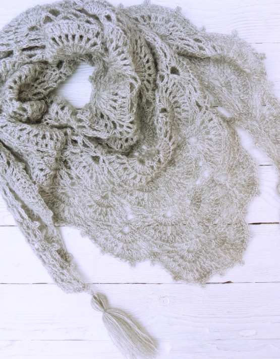 Shawl with gray lace - ajoure 23 555x710