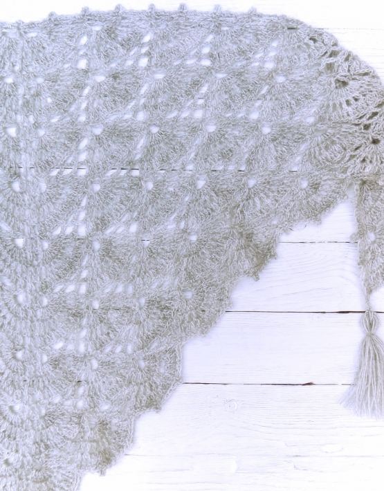 Shawl with gray lace - ajoure 24 555x710