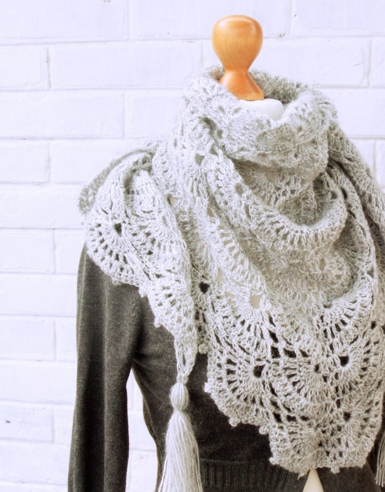 Shawl with gray lace - ajoure 26 555x710
