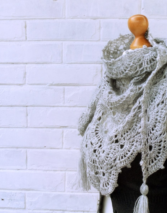 Shawl with gray lace - ajoure 27 555x710