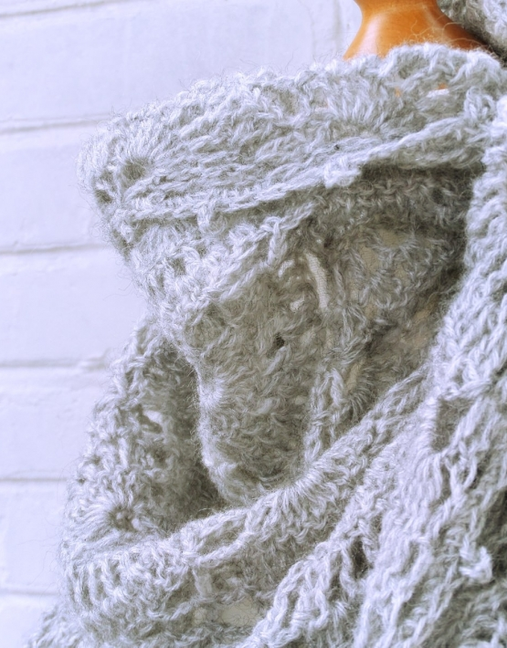 Shawl with gray lace - ajoure 28 555x710